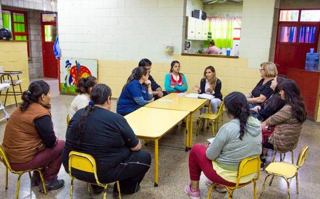 En la mañana de este martes 19 de marzo tuvo lugar la primera reunión informativa de familiares y responsables de niñas y niños que concurren al Jardín Maternal Personitas