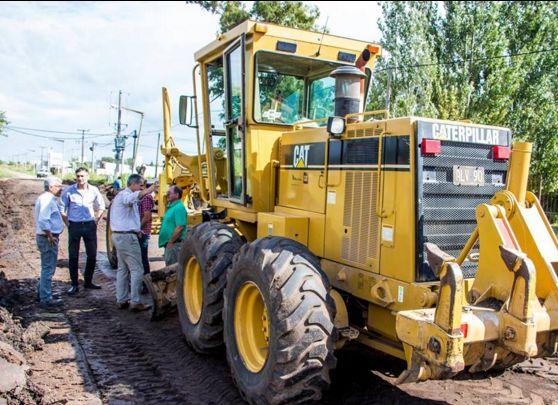 Desde el Ejecutivo recorrieron la obra de cordón cuneta que se está desarrollando en el barrio Las Lilas, específicamente en las calles 38 a 42, y de 9 a 11.
