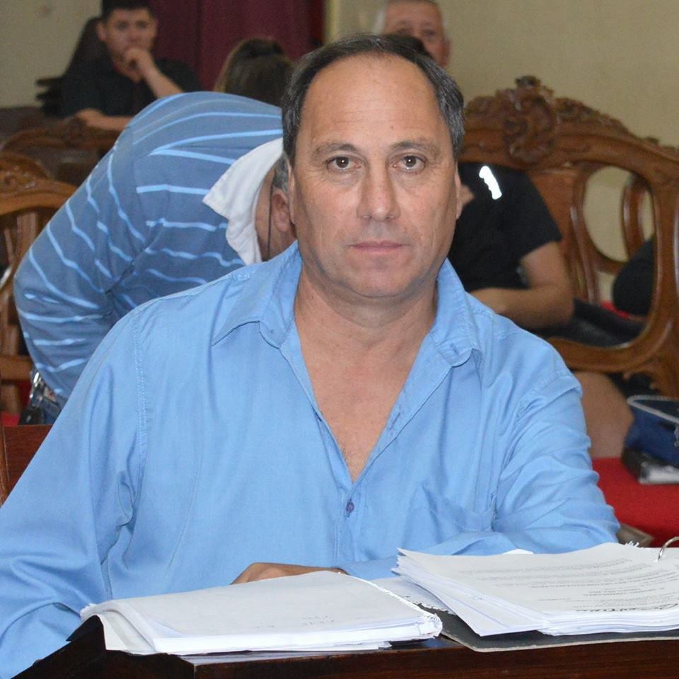 En las últimas horas se supo que el concejal Oscar Cosentino, quien acompañaba al actual presidente del Honorable Concejo Deliberante, Waldemar Giordano, rompe filas y conformará un bloque unipersonal: Unidad Ciudadana-PJ.