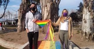La ciudad se tiñó de los colores del movimiento LGTBIQ+