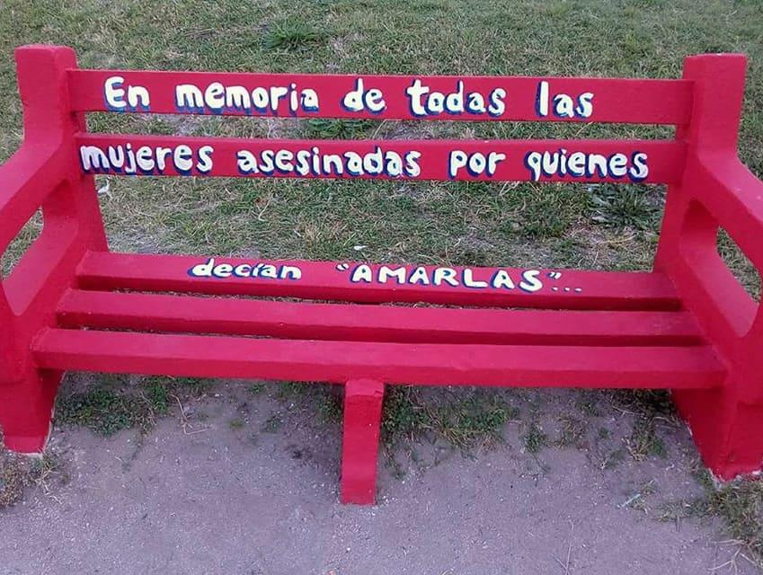 Unos de los temas tratados en la primera sesión del año fue la  idea de pintar un banco rojo en la Plaza San Martín para concientizar sobre la violencia de género y conmemorar a las mujeres víctimas de feminicidios.