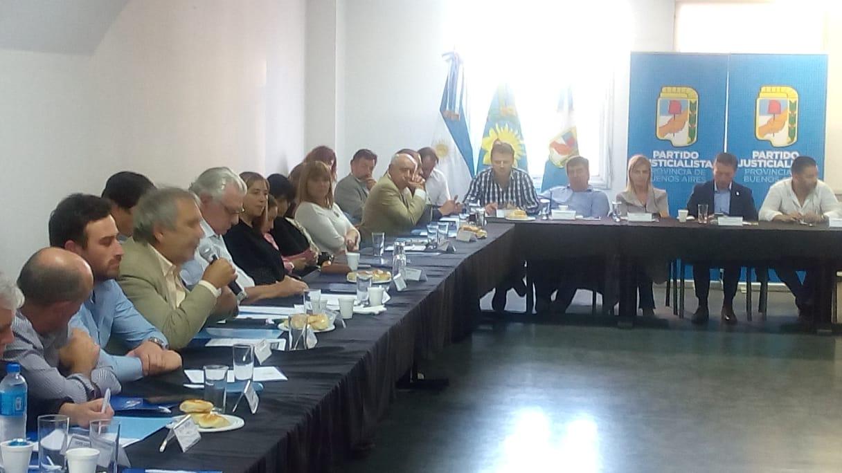 En la tarde del martes 19 de marzo se reunió el PJ bonaerense en la ciudad de la Plata, plenario que contó con la presencia del intendente de nuestra ciudad, Ricardo Casi.