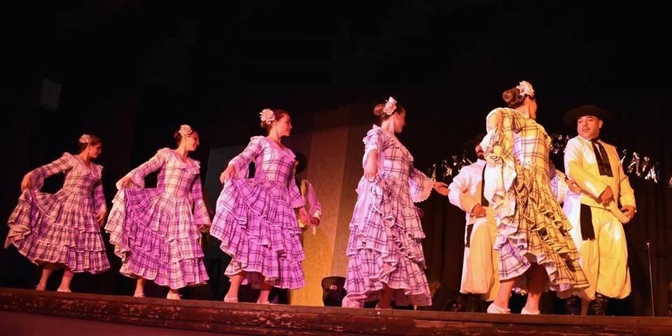 """Con el auspicio de la Dirección de Cultura de la Municipalidad de Colón, la Escuela de Danzas Folklóricas Argentinas y Latinoamericanas """"Liliana Graglia"""", llevará a cabo el próximo domingo 18 de noviembre su 48º Festival Académico."""