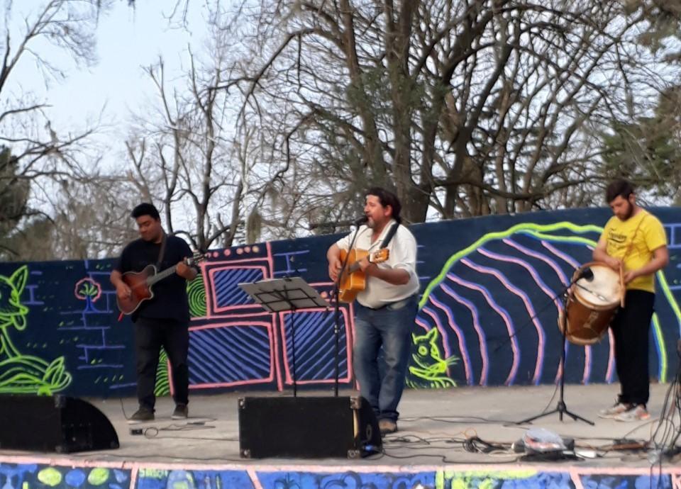 """La Dirección de Cultura informó que este domingo 18 de noviembre habrá una Jornada Musical en el Patio del Artista """"Liliana Graglia"""" de Plaza San Martín."""
