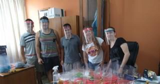 Hospital: Entrega de máscaras de protección