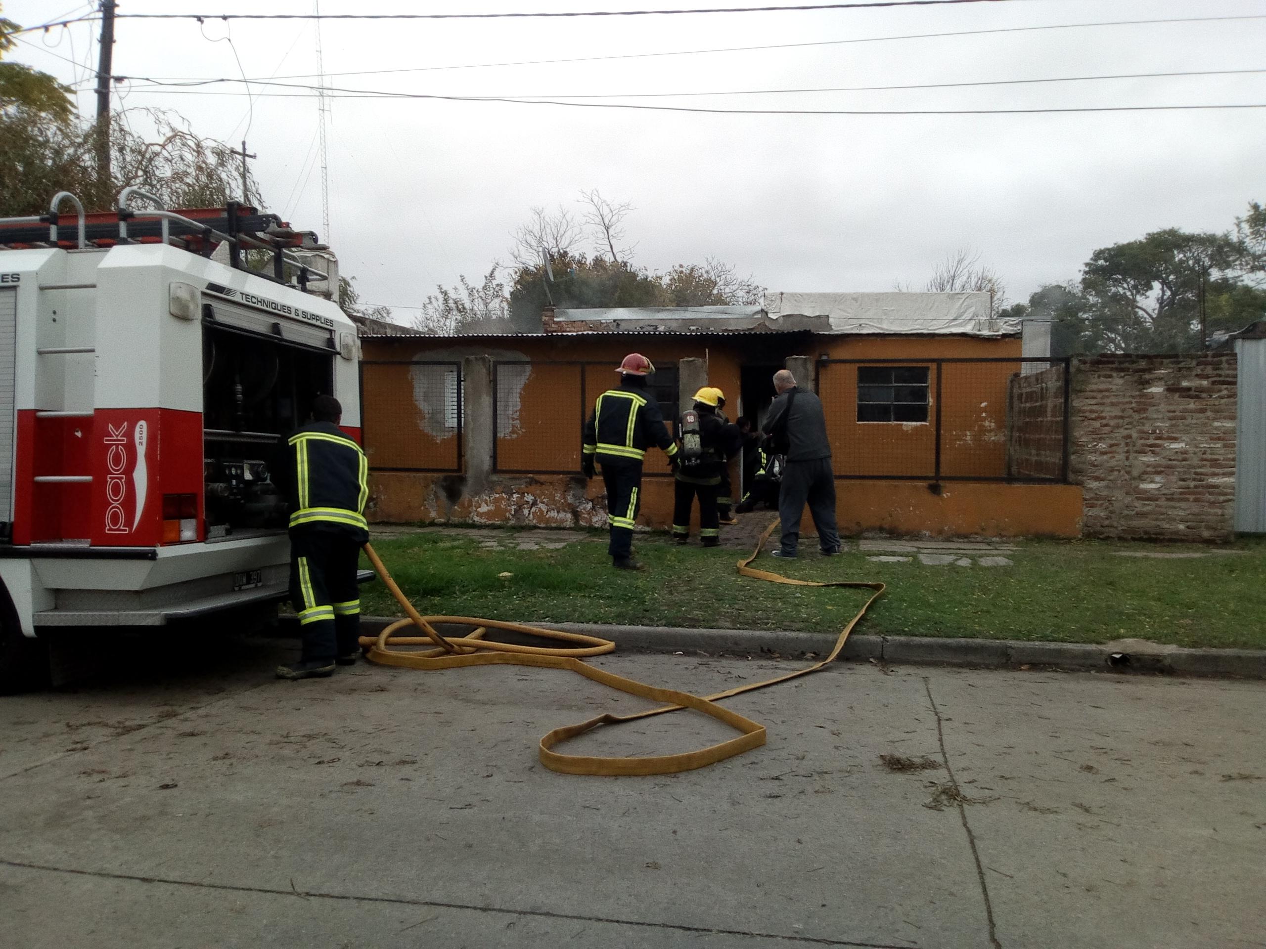 Este martes a las 13.50 horas fueron requeridos los servicios de Bomberos Voluntarios, debido al incendio en una vivienda de calle 23 entre 53 y 54.