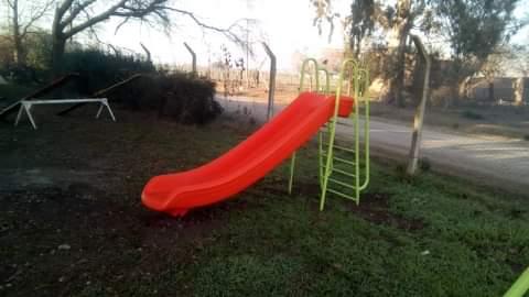 Se colocaron nuevos juegos en el patio de la Escuela Primaria Nº 14 de nuestra ciudad.