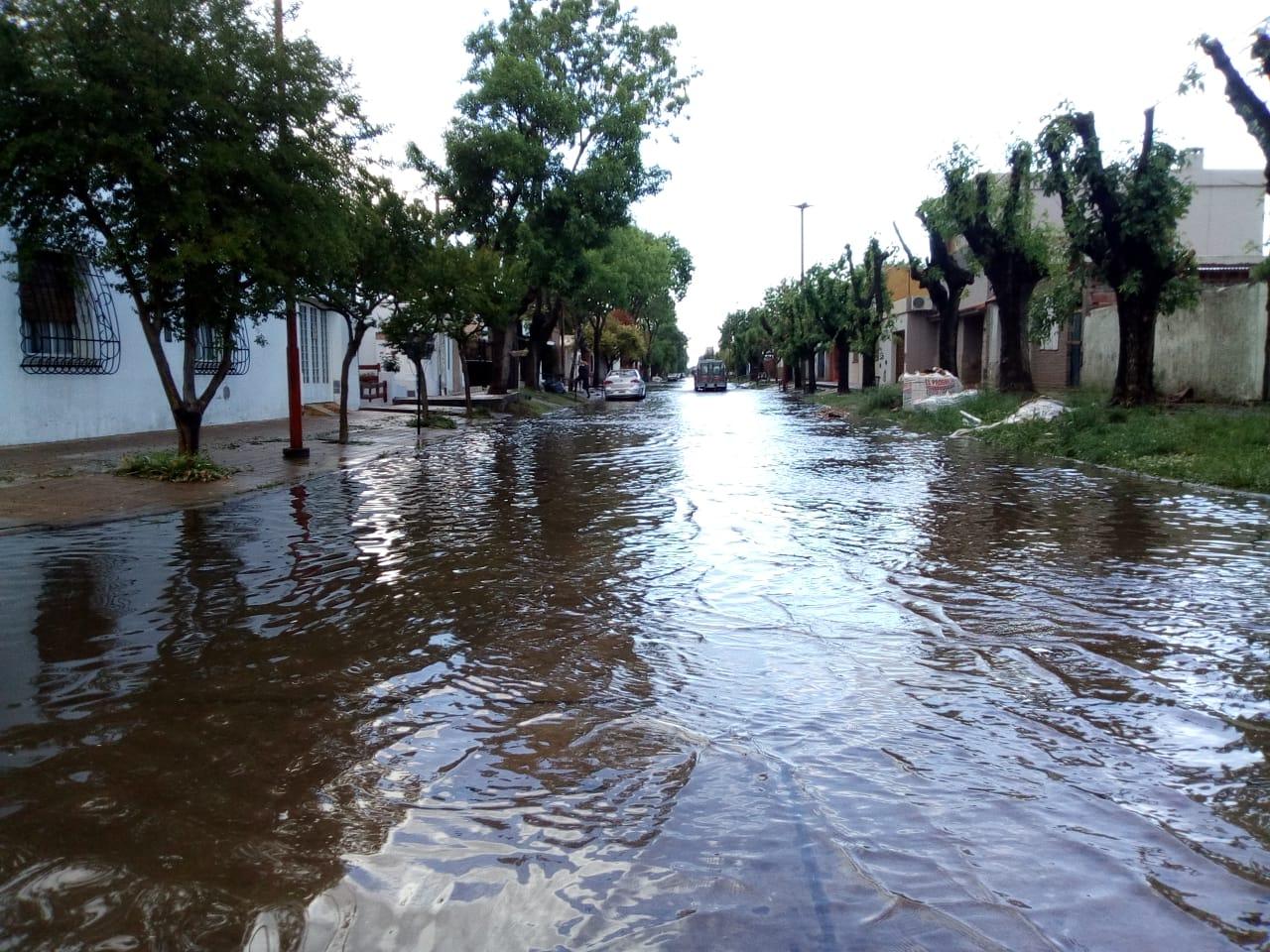 La Seccional Colón de Defensa Civil informó a los vecinos colonenses que el Servicio Meteorológico anunció la posibilidad de un acontecimiento climático para este fin de semana, en cuanto a la posibilidad de abundante caída de lluvia.