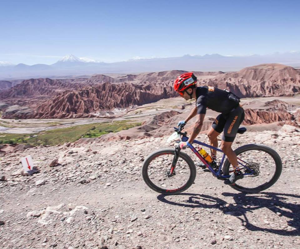 El intendente Ricardo Casi felicitó al deportista colonense Mario Preti, quien días atrás disputó la prestigiosa prueba internacional de MTB por etapas denominada Atacama Challenger, en la ciudad chilena de San Pedro de Atacama, ubicada en el norte de dicho país, con la particularidad de tratarse de un lugar desértico situado a 2400 metros sobre el nivel del mar.