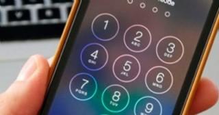 Se descuidó y le robaron el celular