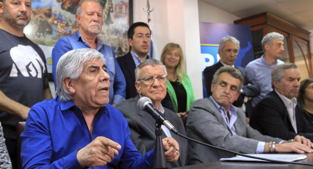 Este jueves 8 de noviembre, Día del Empleado Municipal, el intendente Ricardo Casi, estuvo presente en un importante acto del rearmado peronista de cara a las elecciones presidenciales del año que viene.