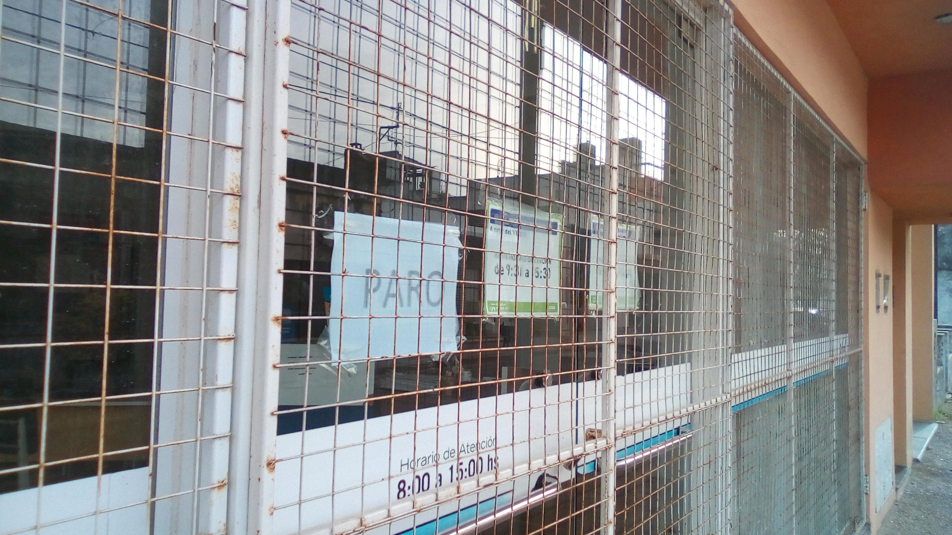 En la ciudad de Rojas la adhesión al paro es total en la actividad  bancaria privada y estatal, cuyas sucursales permanecieron cerradas, al igual que las oficinas de CLYFER, PAMI, ARBA y Osecac.