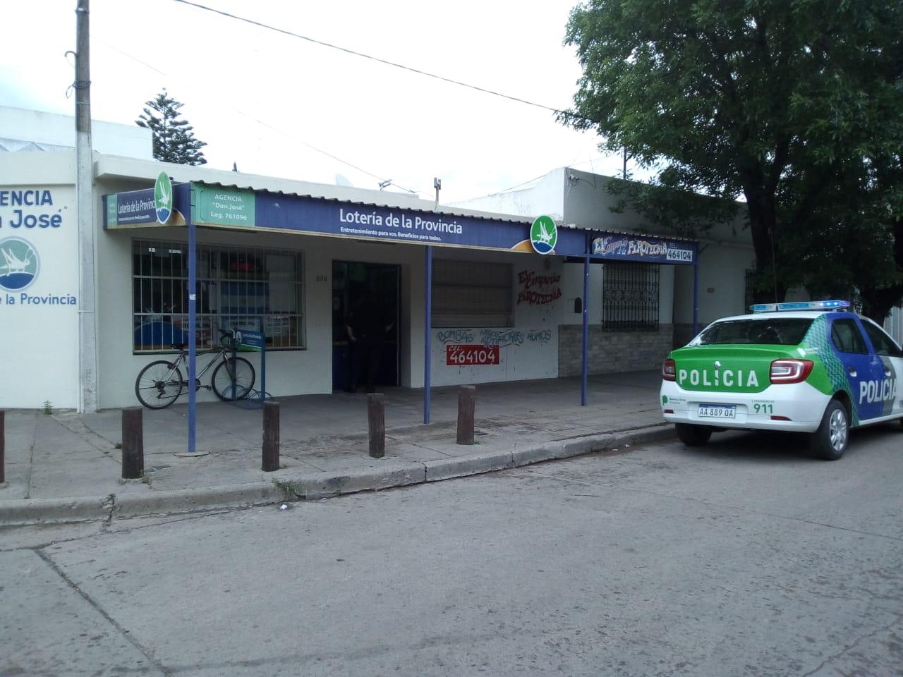 Este lunes 29 de octubre, aproximadamente a las 13.40 horas, se produjo un robo calificado en una agencia de lotería ubicada en calle 22 y 52.