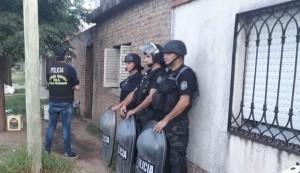 En la tarde del jueves 21 de febrero, personal de la Delegación de Drogas Ilícitas y Crimen Organizado de Pergamino llevó a cabo allanamientos en una investigación por comercio de drogas.