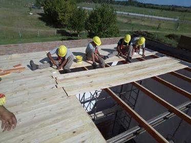 Como ocurrió durante el año 2018, el Municipio ha puesto manos a la obra para reconstruir parte del techo del Gimnasio Municipal de la Villa Deportiva, el cual sufrió las duras consecuencias de la reciente tormenta.