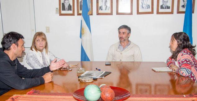 En la mañana de este viernes 19 de julio, los funcionarios Rocío Martínez y Diego Bastianelli, junto al concejal Mauricio Demarco, mantuvieron una reunión con Nancy Roige, quien estuvo en representación de la firma de transporte local El Acuerdo.