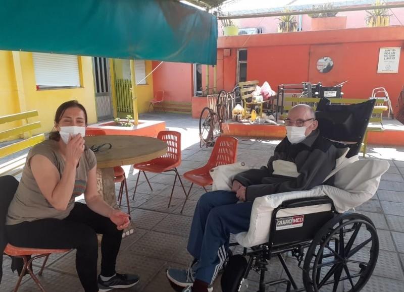 """La Municipalidad de Colón informó que """"tras las restricciones impuestas por el Gobierno Provincial, en el marco de la pandemia por Covid-19, hace unos días se autorizaron las visitas a residentes de hogares de adultos mayores""""."""