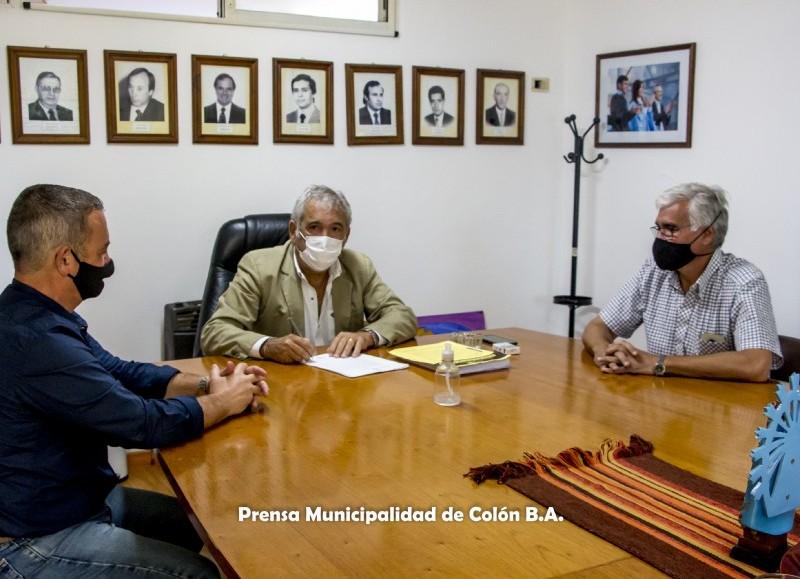 El intendente Ricardo Casi firmó el contrato para realizar la obra pavimento en el barrio Mangrullo.