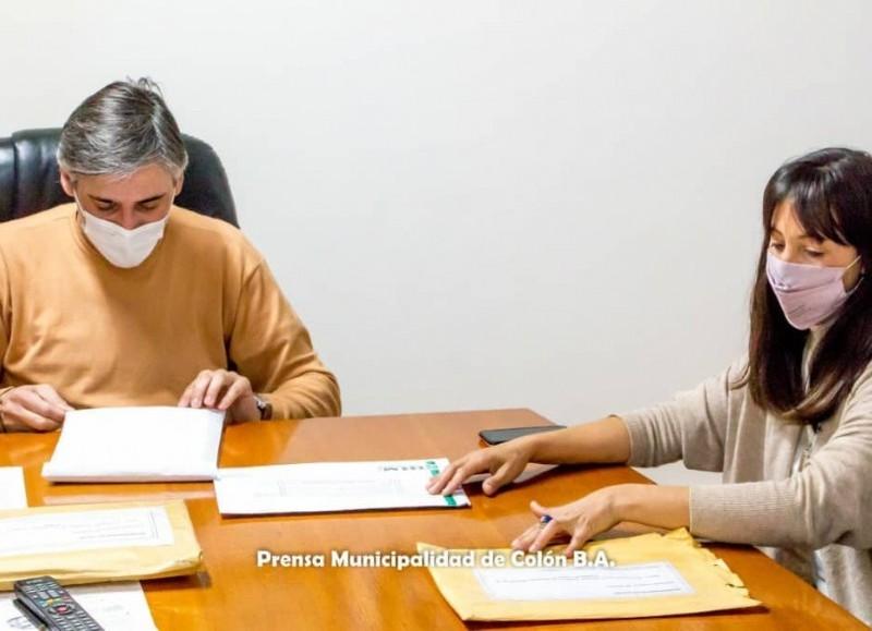 Con la presencia de los funcionarios municipales Diego Bastianelli, Rocío Martínez, Nadia Sequeiro y Adriana Grela se realizó la apertura de sobres correspondientes a dos licitaciones.