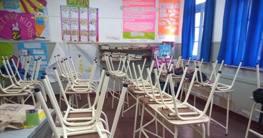 Un total de 30 mesas y 60 sillas.