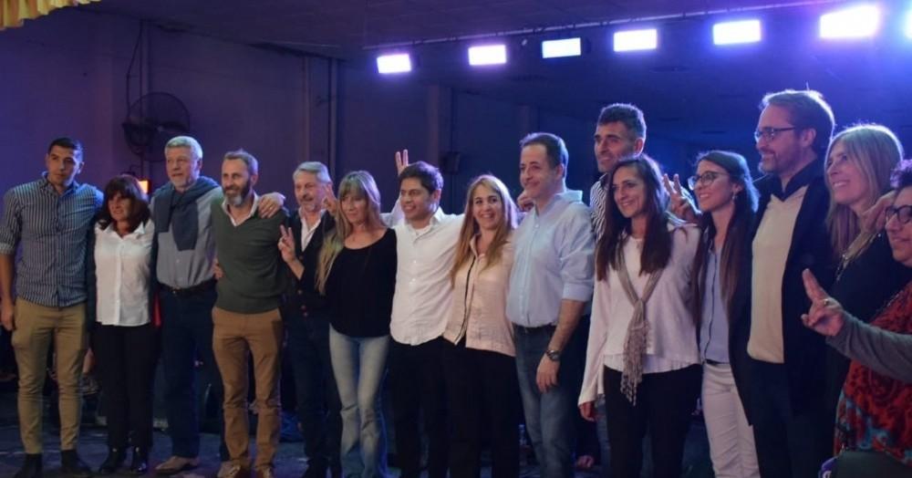 Axel Kicillof y María Eugenia Ball Lima, juntos en el Fomento Centenario de Pergamino.