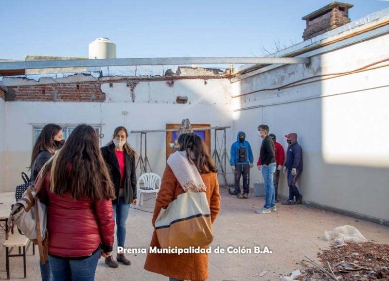 El encargado de Presupuesto, Diego Bastianelli, junto a la secretaria de Educación, Ciencia y Tecnología, Rocío Martínez, la concejala Silvana Desimone y la arquitecta María Ana López, recorrieron las instalaciones.