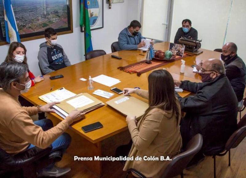 Con la presencia de Diego Bastianelli, encargado de Presupuesto; Adriana Grela, jefa de Compras; y Nadia Sequeiro, asesoría Letrada; tuvo lugar en el Salón Oval del Palacio Municipal, la Licitación Pública número 8.