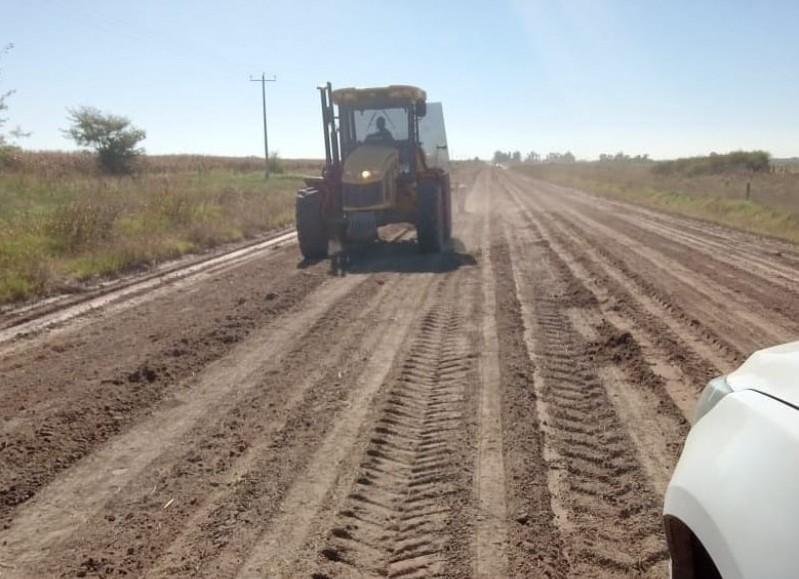A través de la Municipalidad de Colón continúan los trabajos de mejoramiento de caminos rurales.