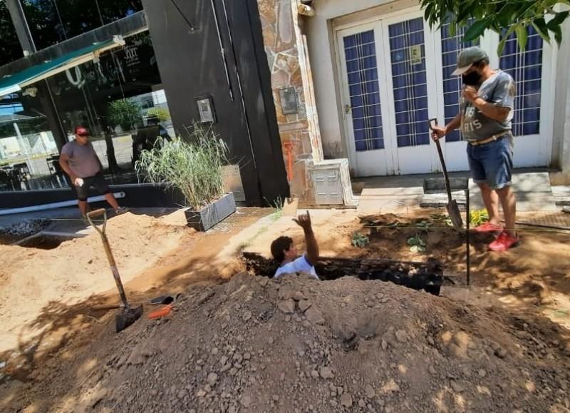 Se está realizando el recambio de tablero en bomba 3, para la provisión de agua potable, en Boulevard 17 y 42, con una inversión de 250.000 pesos.