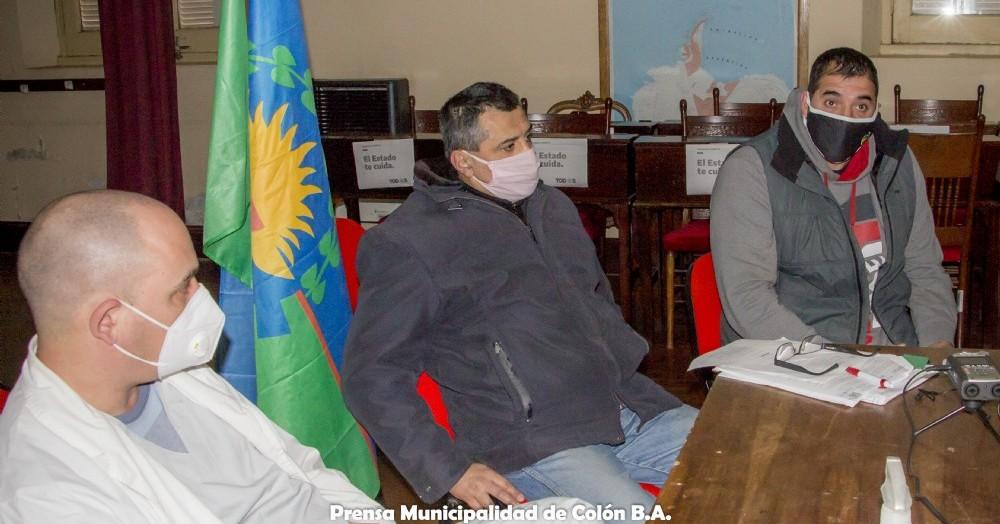 El director del hospital, Renato Certo junto con el director de Producción y Turismo, Mario Quagliardi, el asesor de Asuntos Institucionales, Rodolfo Piraccini y el director de Deportes, Luciano Baratti.