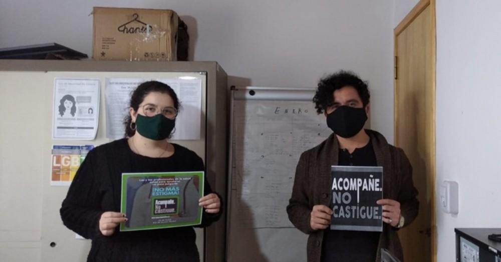 """""""Acompañe, no castigue"""" es una acción de defensa global para crear conciencia sobre los daños causados por la criminalización de las personas que usan drogas."""