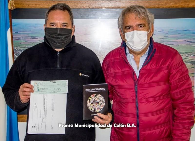 El intendente Ricardo Casi recibió al dirigente de Club Atlético 9 de Julio de nuestra ciudad, Raúl Sánches, y le hizo entrega de una ayuda económica para el club ubicado en 49 y 21.