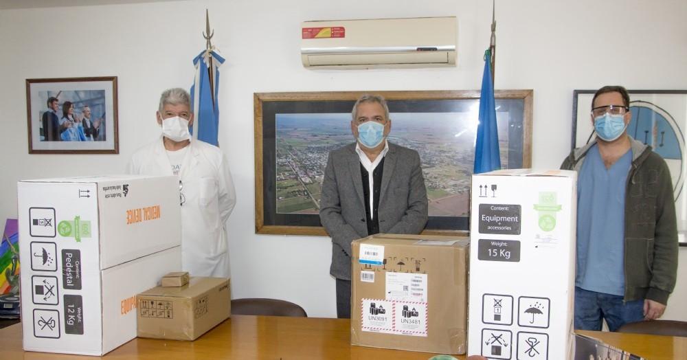 Se entregó un respirador marca Leistung, modelo Luft 3; bombas de infusión marca Medcaptain modelo SYS 6010; y un monitor marca Mindray modelo ePM 12M.