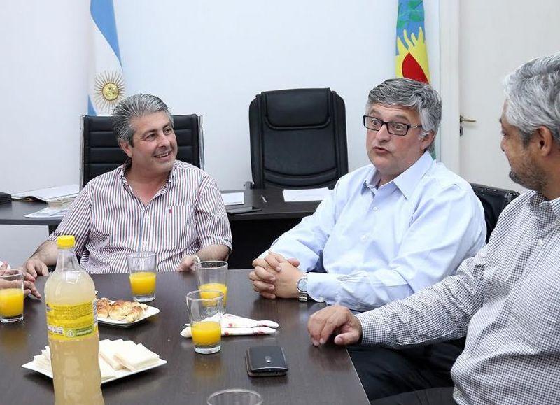 El ministro se reunió con el intendente Javier Martínez.