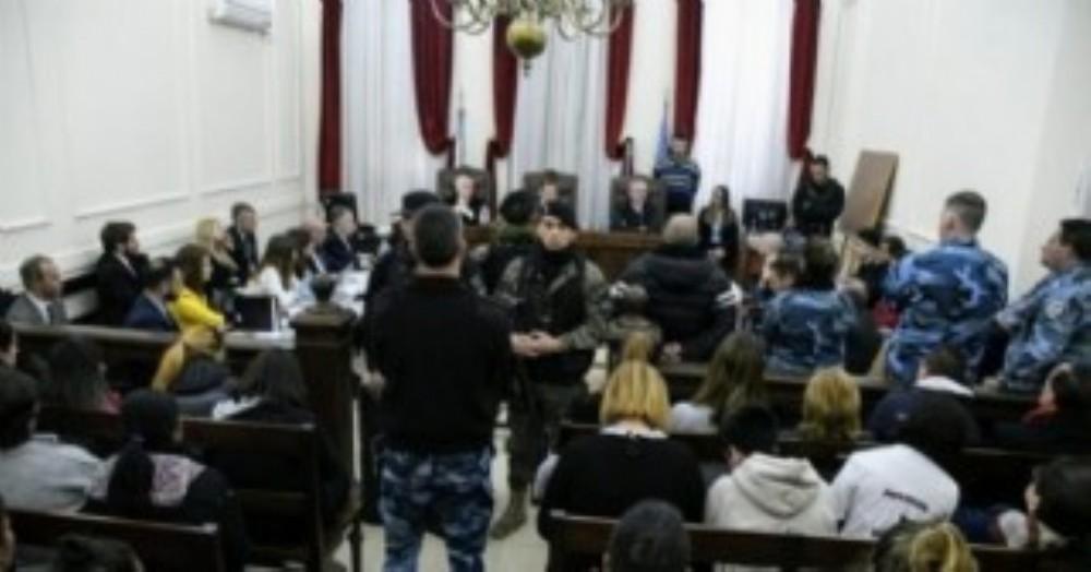 """Familiares de los siete presos muertos en 2017 tras un incendio en una seccional de Pergamino y por la que un comisario y cinco policías comenzaron a ser juzgados, dijeron que esperan una """"condena ejemplar"""" y que haya """"Justicia""""."""