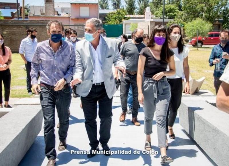 En el mediodía del martes, en el Polo Cultural Colonense, se produjo la visita del ministro de Obras Públicas de la Nación, Gabriel Katopodis, y del ministro de Infraestructura de la provincia de Buenos Aires, Agustín Simone.