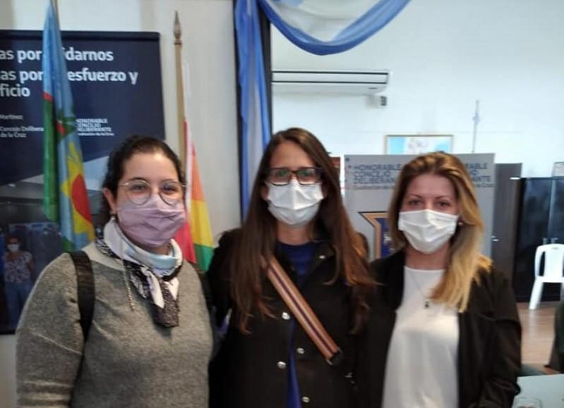 Sabrina Scarpecci junto a Elizabeth Gómez Alcorta y Genoveva Peralta.
