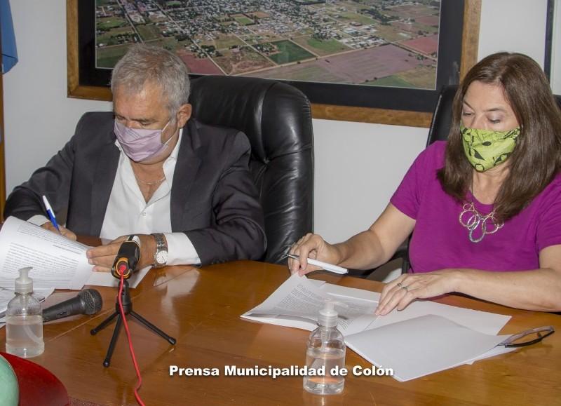 La ministra de la Mujer, Políticas de Género y Diversidad Sexual de la provincia, Estela Díaz, junto al intendente Ricardo Casi.