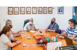 Firman contrato para la ampliación de la red cloacal domiciliaria en dos barrios