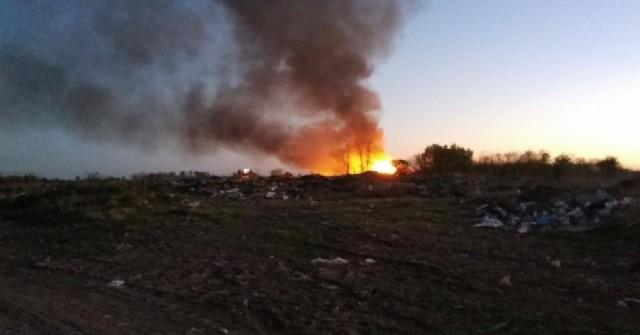 El siniestro se registró alrededor de las 19 y hasta el lugar se acercaron dos dotaciones para combatir el incendio, que se salió de control.