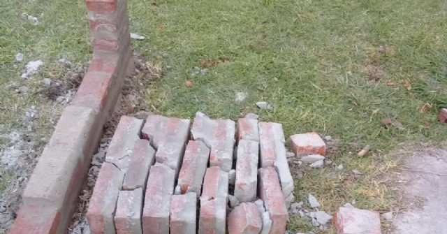 Roturas en los parrilleros en construcción.