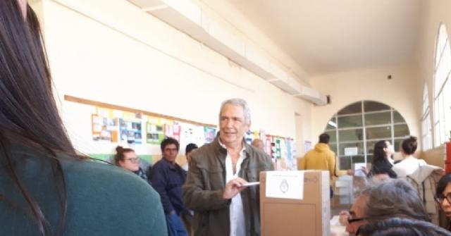 Ricardo Casi votó en familia y exteriorizó su confianza